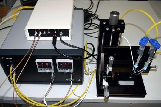 Piezoelectric Nanolitre Droplet Collider: Setup with temperature control unit and piezo driver