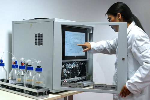 Fully automatic analysis system of on-site detection of micro pollutants. Source: Fraunhofer IKTS