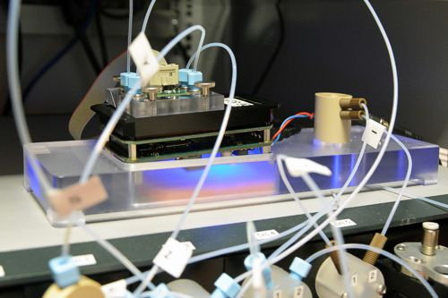 Hand size sensor unit with embedded optical sensor. Source: Fraunhofer IKTS
